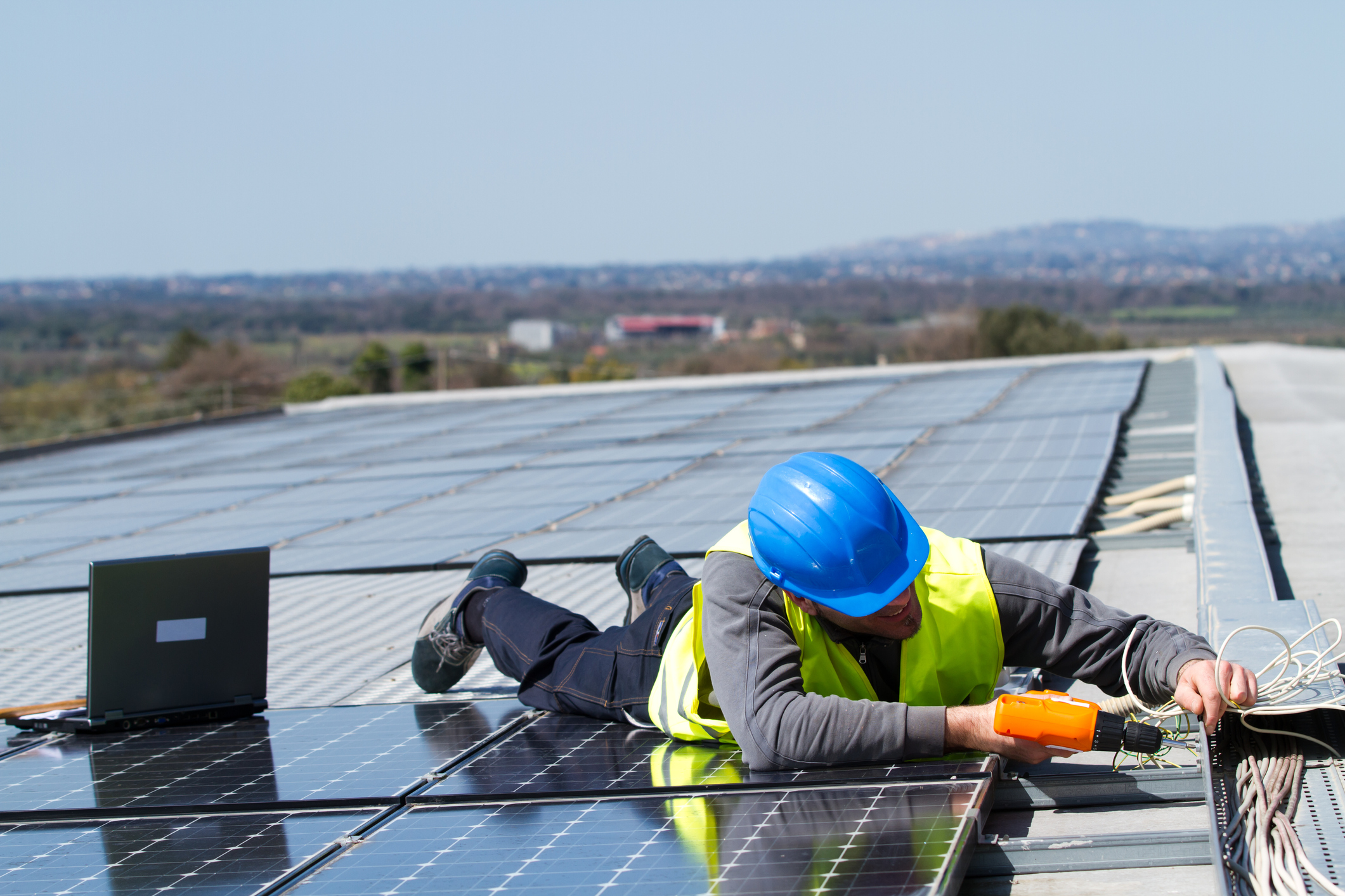 Advertising for Solar Companies: 5 Tips to Drive Connections and Conversions With Local Customers